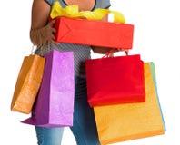 Frau, die Einkaufstaschen und Geschenkbox hält Stockfoto