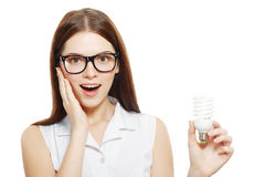 Frau, die Energiesparlampe hält Lizenzfreies Stockbild