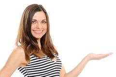 Frau, die Exemplarplatz darstellt Lizenzfreie Stockbilder