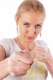 Frau, die Fäuste zeigt stockfotografie