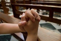 Frau, die für Haben von Hoffnung betet Stockbild