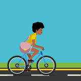 Frau, die Fahrrad fährt Stockfotos