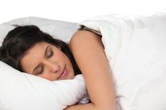 Frau, die friedlich schläft Stockfoto