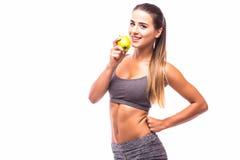 Frau, die frischen grünen Apfel anhält lizenzfreies stockfoto