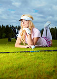 Frau, die Golf spielt Stockfoto