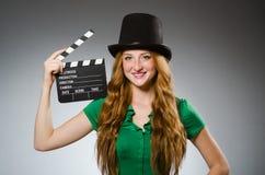 Frau, die grünes Kleid trägt Lizenzfreie Stockfotografie