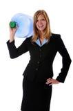 Frau, die großen Wasser-Behälter anhält stockbild