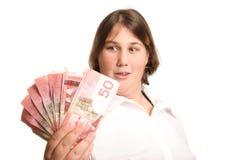 Frau, die Handfull von Fünfziger Jahren betrachtet Lizenzfreie Stockfotos