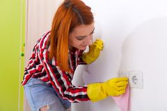 Frau, die Hausarbeit tut Lizenzfreie Stockfotografie