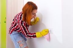 Frau, die Hausarbeit tut Lizenzfreie Stockfotos