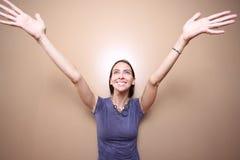 Frau, die heraus erreicht Lizenzfreie Stockfotos