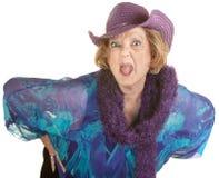 Frau, die heraus ihre Zunge haftet Lizenzfreie Stockbilder