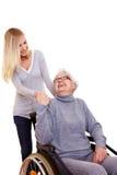 Frau, die heraus zu behindertem erreicht Stockbild