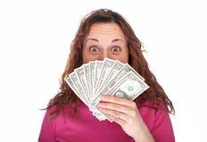 Frau, die hinter Geld sich versteckt Stockbilder