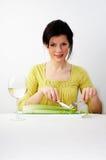 Frau, die ihr Frühstück einnimmt stockfotografie