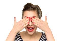 Frau, die ihre Augen abdeckt Lizenzfreies Stockbild