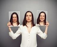 Frau, die ihre Gefühle versteckt Stockbild