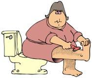 Frau, die ihre haarigen Fahrwerkbeine rasiert Lizenzfreies Stockbild