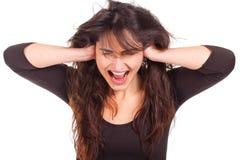 Frau, die ihre Ohren und screamin abdeckt Stockbild