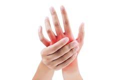 Frau, die ihre schmerzliche Hand massiert Lizenzfreie Stockbilder
