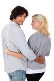 Frau, die ihren Ehemann betrachtet Stockbild