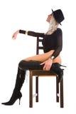 Frau, die im Stuhl sitzt Lizenzfreie Stockbilder
