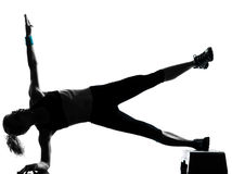 Frau, die Jobstepp Aerobics ausübt Stockfoto