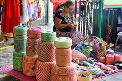 Frau, die Körbe in Oaxaca verkauft Lizenzfreie Stockbilder