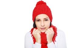 Frau, die kaltem Wind glaubt Lizenzfreies Stockbild