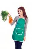 Frau, die Karotten anhält stockbild