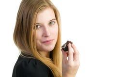 Frau, die Kuchen isst Lizenzfreies Stockfoto