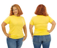Frau, die leere gelbe Hemdfront und -rückseite trägt Stockbild