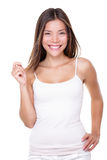 Frau, die leere Hand auf weißem Hintergrund hält stockfotografie