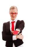 Frau, die leeres businesscard anhält Stockfoto
