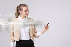 Frau, die magischen Effekt - grellen Blitz macht Das Konzept des Stroms, Hochenergie Lizenzfreie Stockfotografie