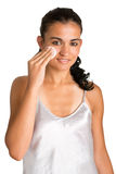 Frau, die Make-up entfernt Lizenzfreies Stockfoto