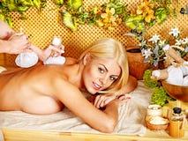 Frau, die Massage erhält. Stockfotografie