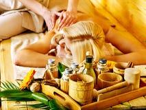 Frau, die Massage erhält. Lizenzfreie Stockfotos
