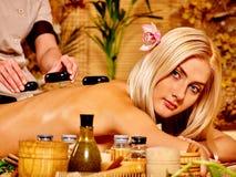 Frau, die Massage erhält Stockbild