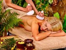 Frau, die Massage erhält Lizenzfreie Stockbilder