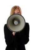 Frau, die Megaphon verwendet stockfoto