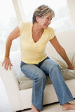 Frau, die mit den rückseitigen Schmerz leidet Lizenzfreie Stockbilder