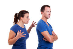 Frau, die mit einem Mann argumentiert lizenzfreies stockfoto