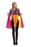 Frau, die mit geöffneter Einkaufstasche steht Lizenzfreies Stockbild