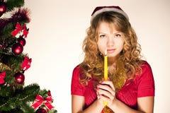 Frau, die mit Kerze betet Lizenzfreie Stockfotografie