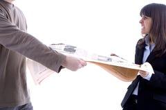 Frau, die mit Mann kämpft Lizenzfreies Stockfoto