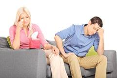 Frau, die nach einem Argument mit ihrem Freund schreit Lizenzfreies Stockbild