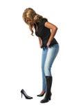 Frau, die neue Schuhe versucht Stockbild
