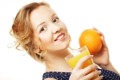 Frau, die Orange hält Stockfotografie