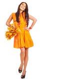 Frau, die Orangenblätter anhält. Lizenzfreies Stockfoto